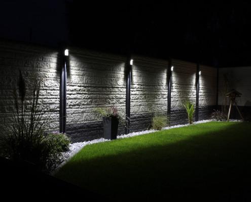 Betonzaun mit Beleuchtung